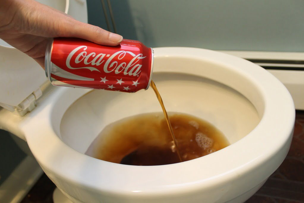Clean-Your-Toilet-With-Coca-Cola